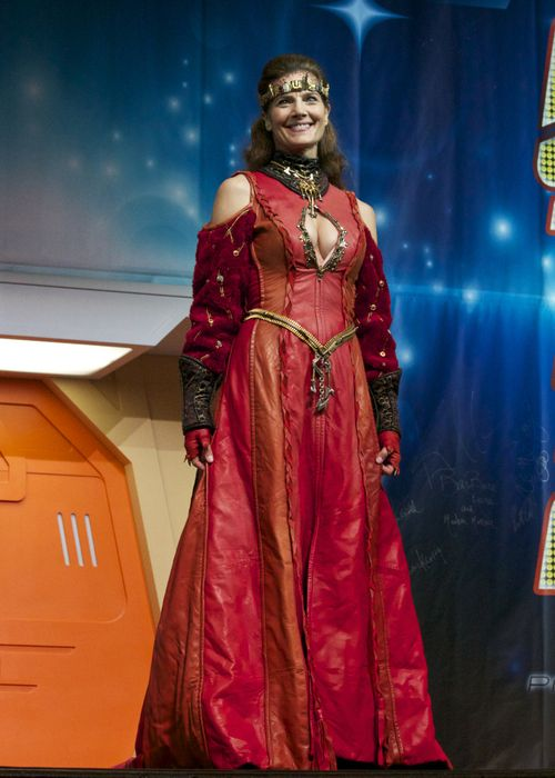 Terry Farrell transformed back into Jadzia Dax at Star Trek Las Vegas