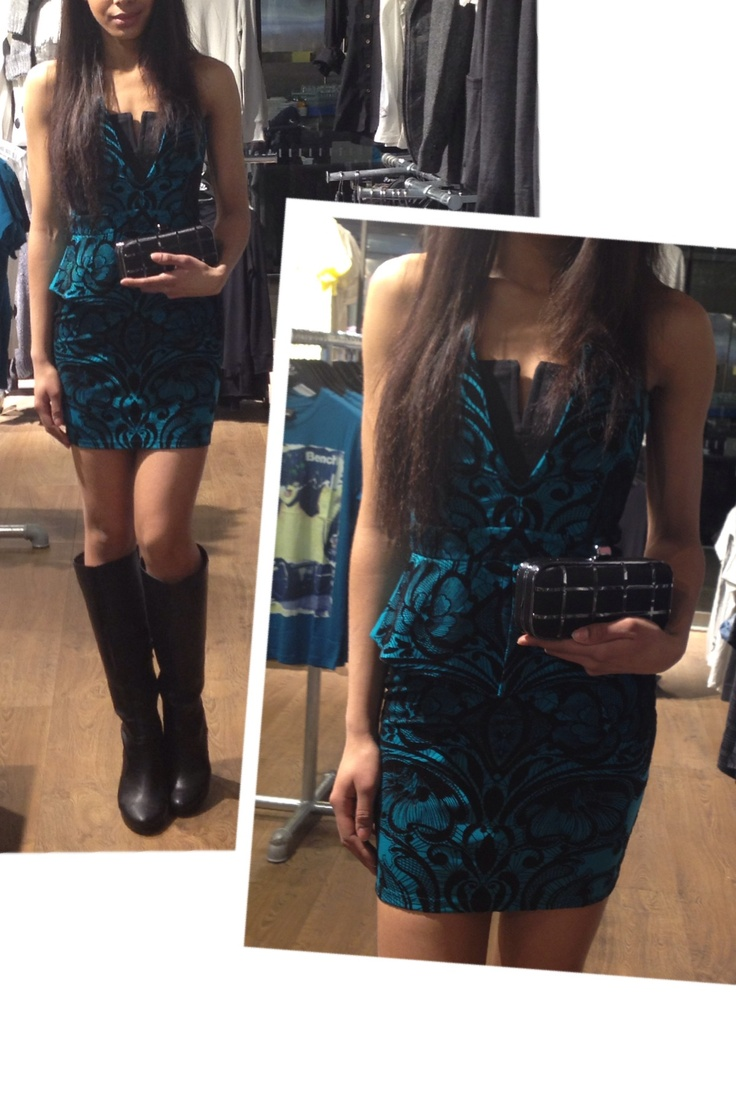 Glam look of the day in this Lipsy London dress!