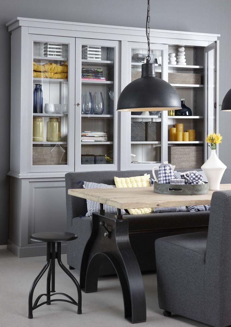 Vaak wisselen van interieur? Kies dan neutrale tinten voor de meubels en de vloer. Zoek hierbij de kleuraccenten in de accessoires: kussens, plaids, vazen, bloemen etc.