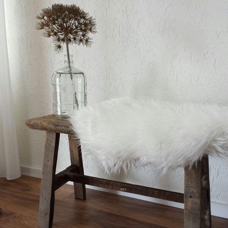 Gestuct Plafond Badkamer ~ Oud houten bankje, bontje vd ikea, vaas action en bereklauw