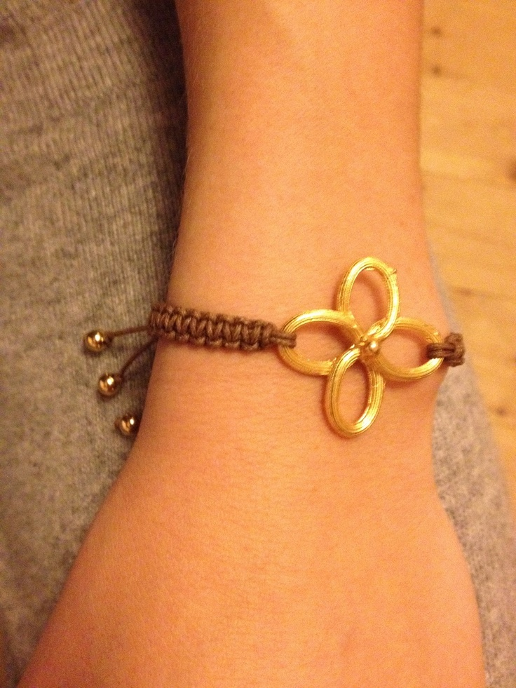 make it & fake it: DIY Gold Clover Bracelets. Love the closure