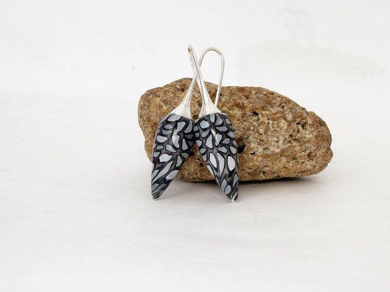 Verwunschne Fee, Polymer clay Ohrpendel , Ohrringe millefleur tragbare Kunst, weiß schwarz