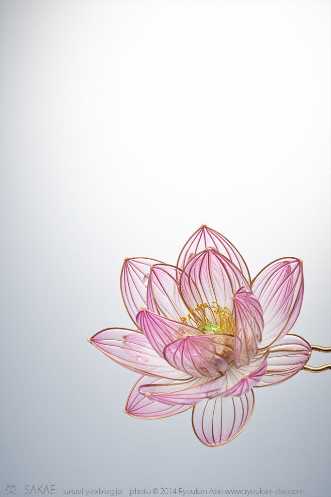Photo by Ryoukan Abe (www.ryoukan-abe.com)         2014 蓮 簪【 千夜 】 Japanese hair accessory - Lotus Kanzashi - by Sakae, Japan