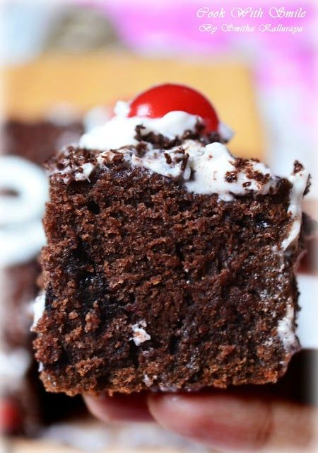 EGGLESS CHOCOLATE CAKE RECIPE / EGGLESS CHOCOLATE CAKE WITH ICING FOR BEGINNERS