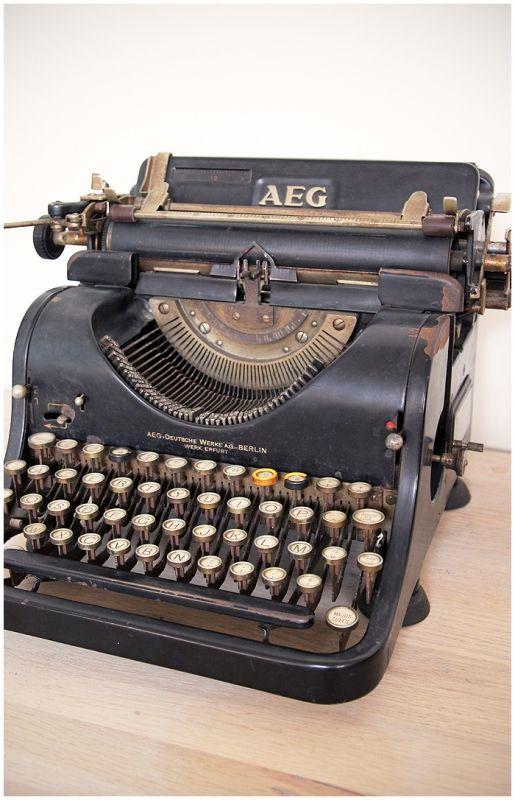 Antieke typemachine AEG | Maison Patine