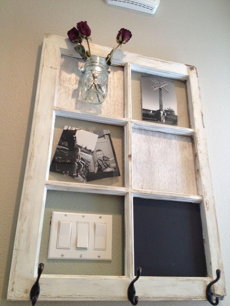 Idea molto graziosa di riciclo creativo di una vecchia finestra. Ideale anche x camuffare interruttori, piccoli quadri elettrici, citofono.. :-)☆  Old window idea....