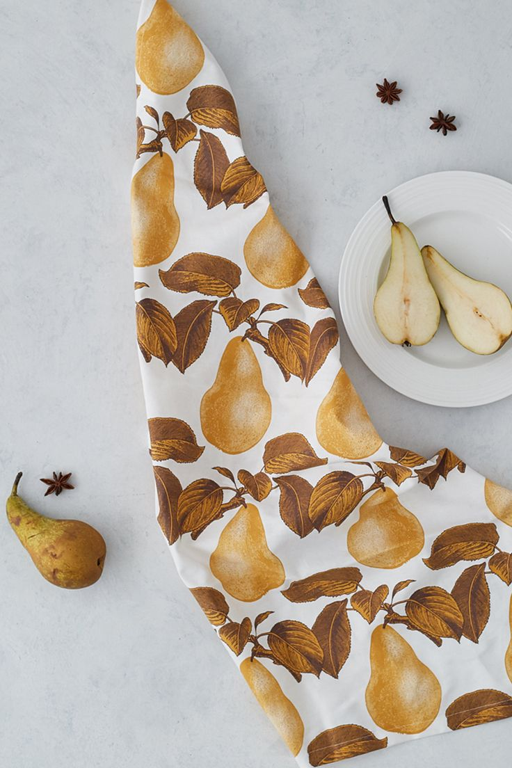 Thornback & Peel 100% cotton screen printed tea towel in the new Pear print for AW17. Made in the UK.