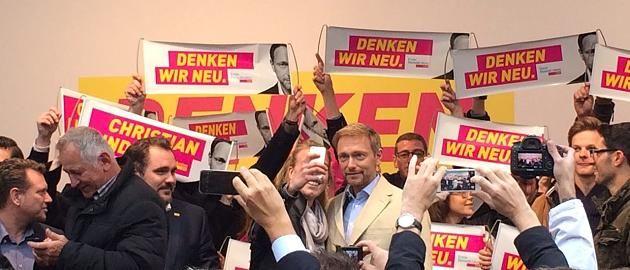 Wahlkampf 2017 - FDP Star Lindner - Bei Wahlkampfauftritt: War jung und brauchte Geld: Lindners Show in München offenbart das Problem der FDP