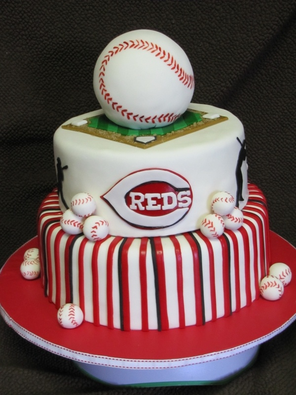 Love this Cincinnati Reds Cake ... what a perfect way to say happy birthday to my little bro ... and/or any boy I love in Cincinnati