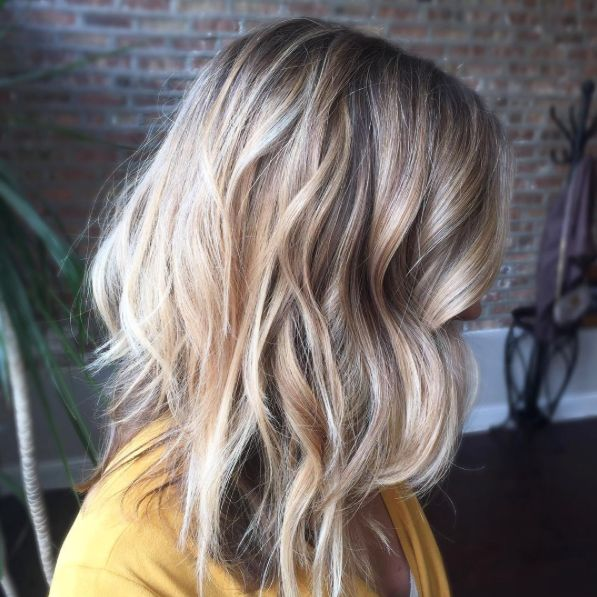 Just because the chilly season is upon us doesn't mean we have to automatically opt for a darker shade. Brighten up your strands with well-blended highlights courtesy of hand-painted balayage. That way, your new style looks natural, but new — and will grow out without touch-ups.  #refinery29 http://www.refinery29.com/2016/11/130356/low-maintenance-hairstyles#slide-2