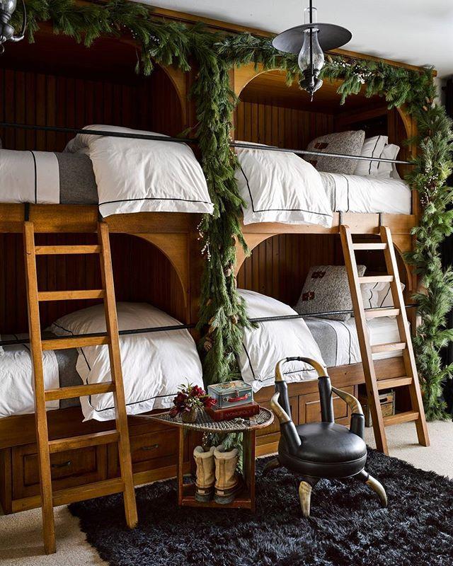 Bunk beds made chic. | Photo: Douglas Friedman; Design: @kenfulk #interiordesign #instadesign #holidaydecor