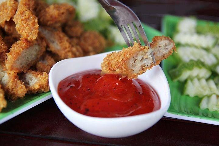 Nem chua rán món ăn ưa chuộng của các bạn sinh viên  http://donghohoangkim.vn/di-dau-an-20-10-ngon-ma-re-.html