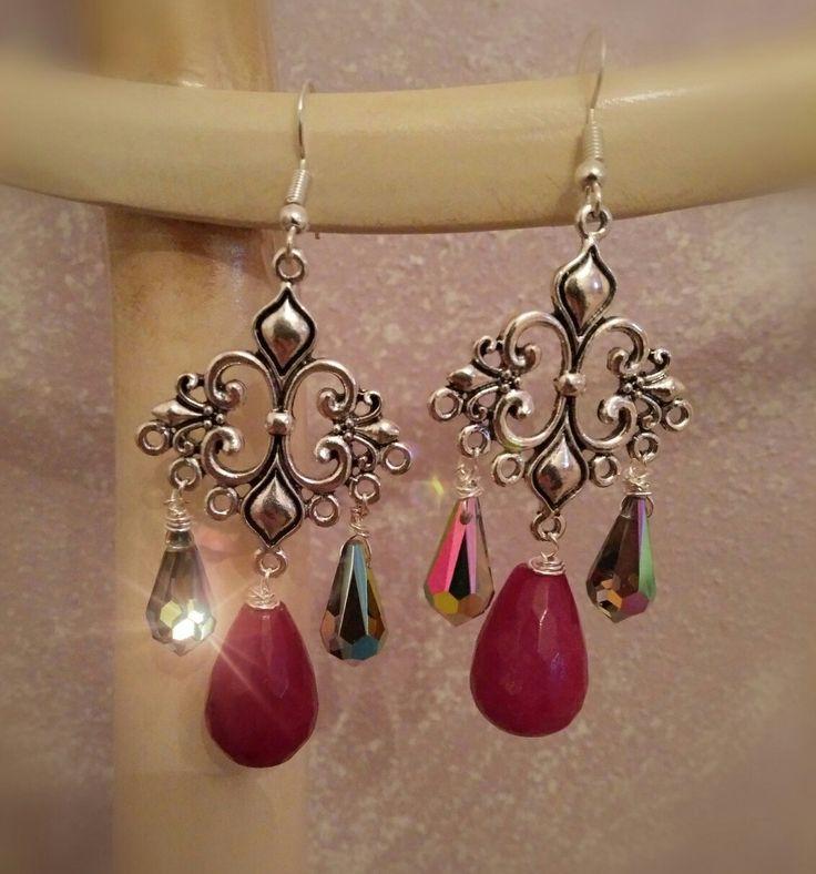 Orecchini chandelier in gocce di pietra e Swarovski