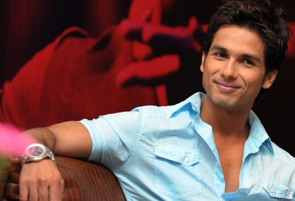 #shahidkapoor .....such a good looking man....and an amazing/funny actor.