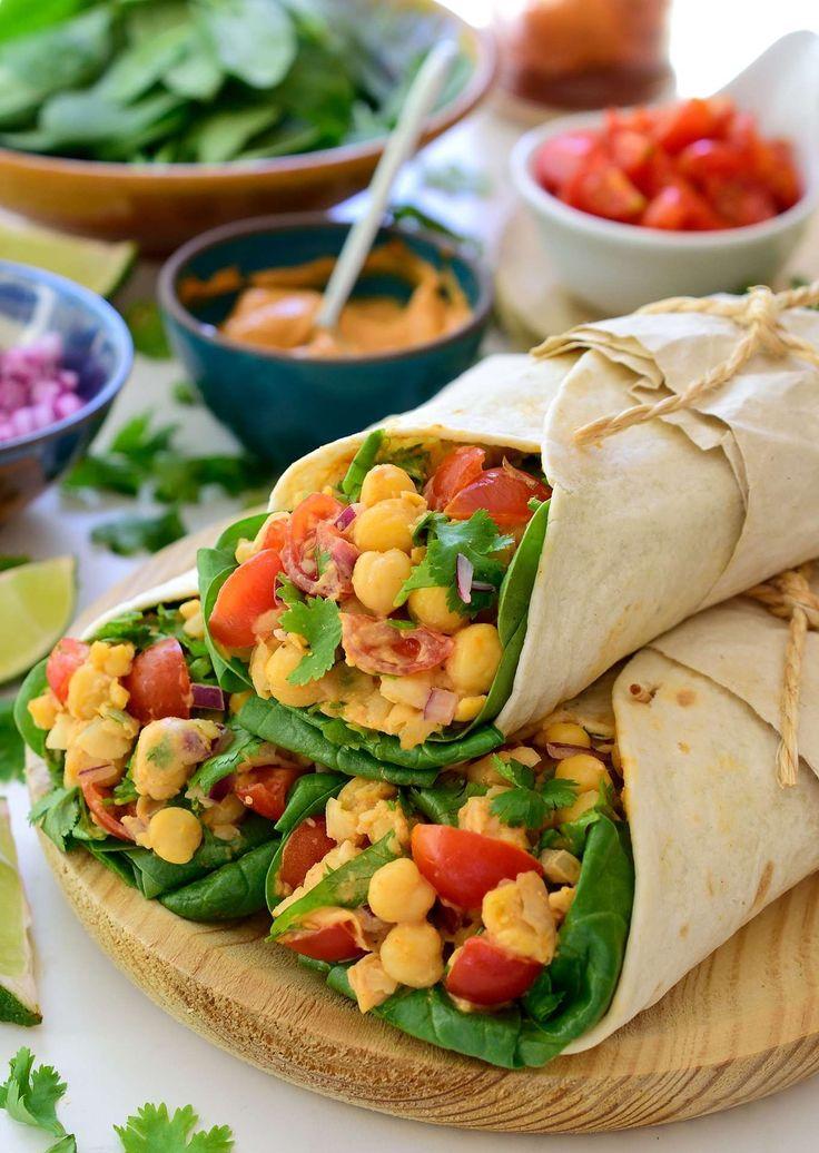Los tacos veganos con garbanzos es una receta rápida, fácil y sabrosa para almuerzo o cena. Servidos con una mayonesa vegana de aquafaba.