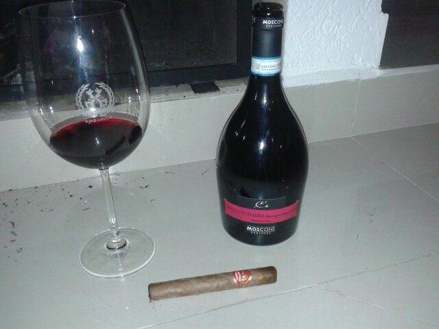 Vinho do Piemonte CE Dolcetto D' Alba Moscone e charuto Partagas Aristocrats - www.chavesoliveira.com.br/ (11) 2155 0871