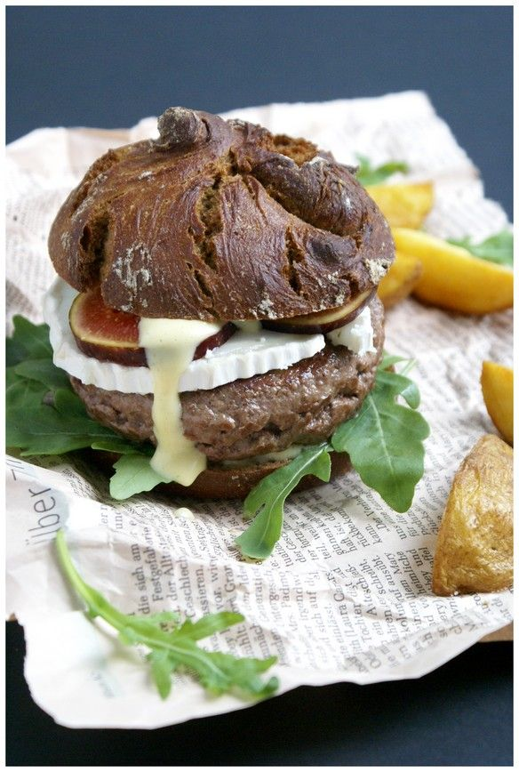 wild boar burger with goat cheese & figs | complimenttothechef.com