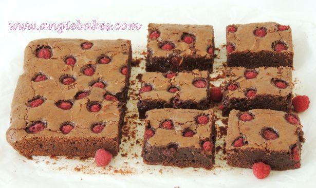 malinové brownies... u nás boli ríbezľové