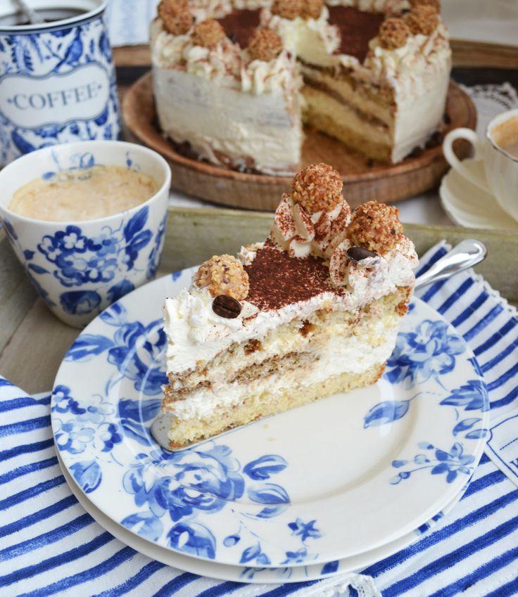 Süße Kaffee-Pracht! Backe, backe Torte! In den letzten Wochen hab ich das ziemlich ernst genommen und für meine Lieben immer wieder einmal eine herrliche Torte gezaubert. Darunter war dieses süße T…