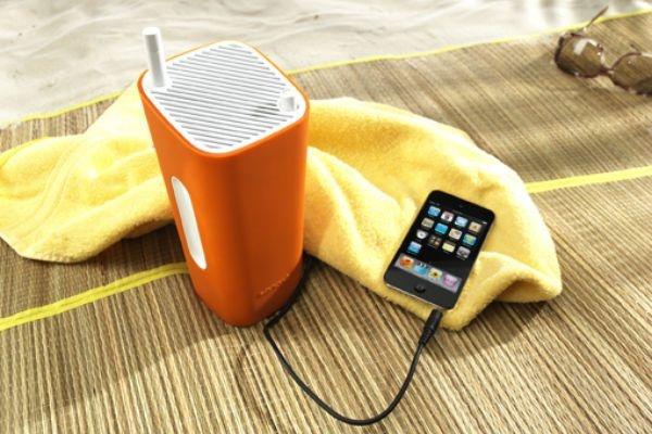 La tecnologia è a portata di mano e la musica prende forma in un design unico. CuboGo di Sonoro è la radio portatile comoda da portare con sé perché di piccole dimensioni.
