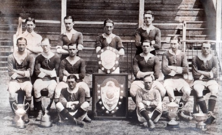 "Newmarket Town Football Club,(1920/21) Con las ""Creake Charity Shield,Gough Cup, Goldsmith Charity Cup,Cambs Senior & Cambs Thursday League Cup."""