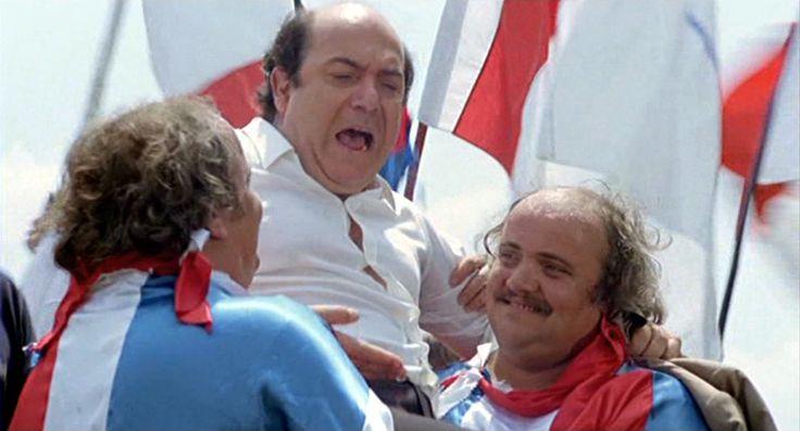 Anche Oronzo Canà è in lizza per una panchina... Un premio per Banfi - il pallone gonfiato