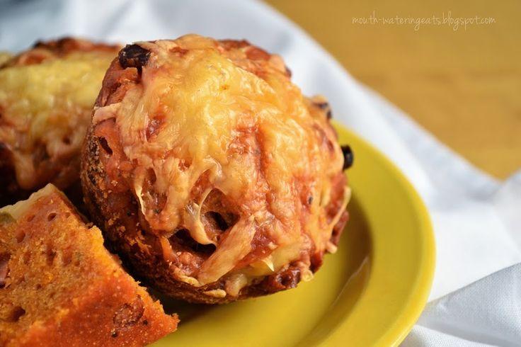 ostre muffiny z kabanosami i suszonymi pomidorami