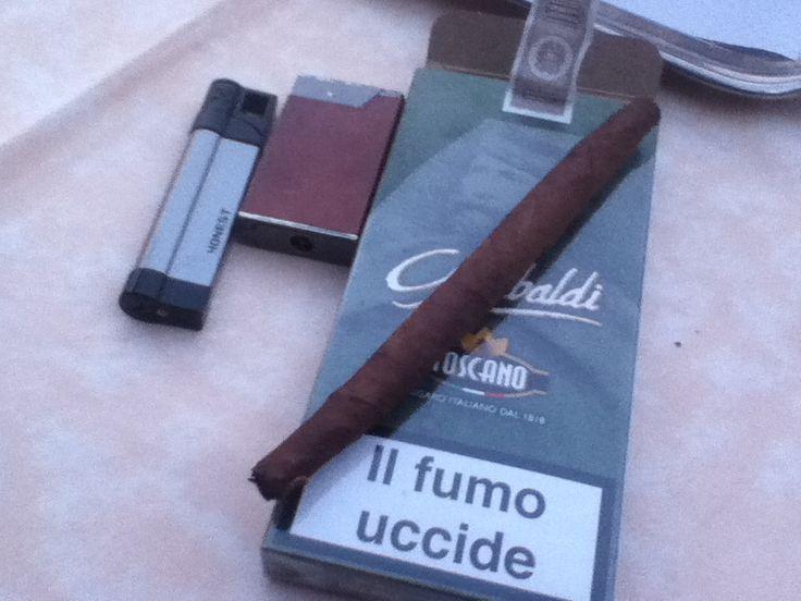 Garibaldi edição especial -  O único produzido na Itália o Toscano tem uma linha de charutos todos feitos a mão.