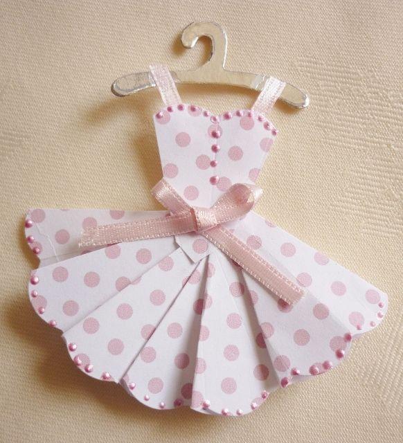 Making Mini Dresses, Mini vestidos de papel para decorar.