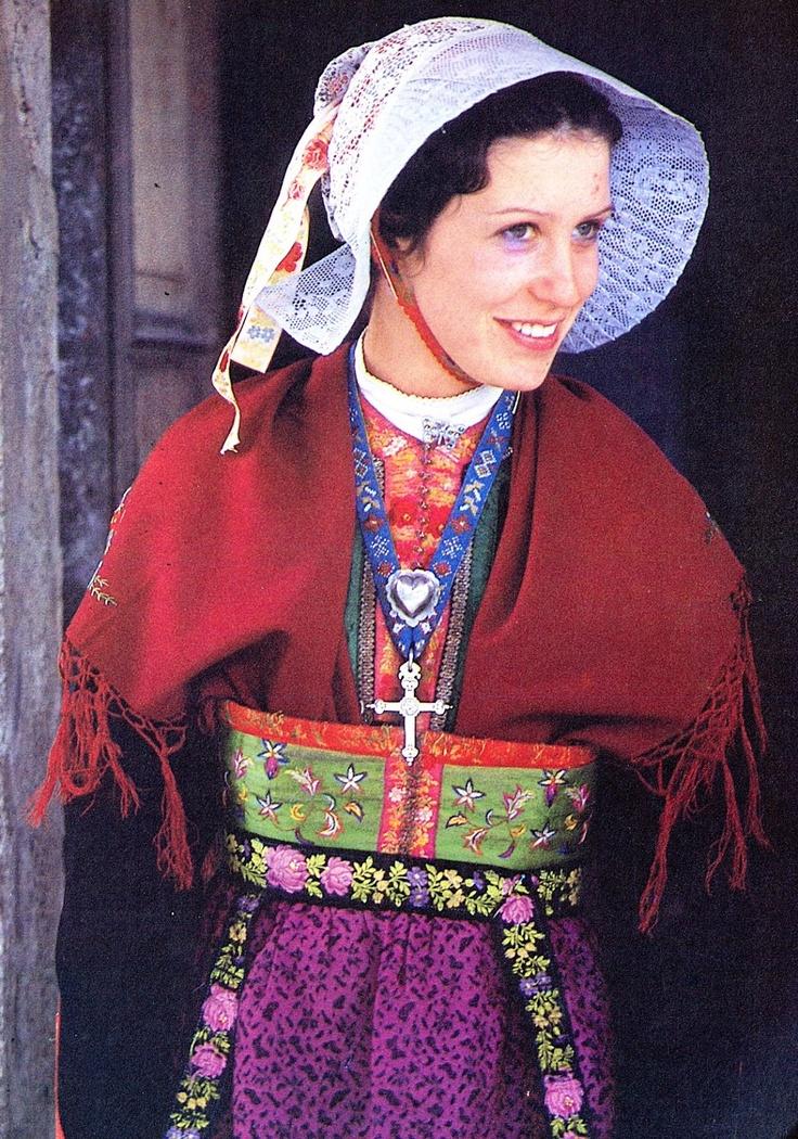 FolkCostume: Costume of the Arvan valley, Savoy, France