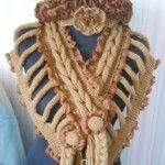 Вязаные оригинальные шарфы с косами в технике «рваные футболки»