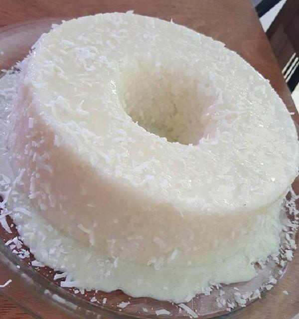 O Bolo de Tapioca Que Não Vai ao Forno é muito fácil de fazer (misturou todos os ingredientes, está pronto!) e fica delicioso. Experimente e conquiste a to
