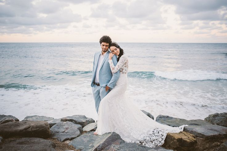 Elegant cool tones for a winter beach wedding | The Bride's Tree