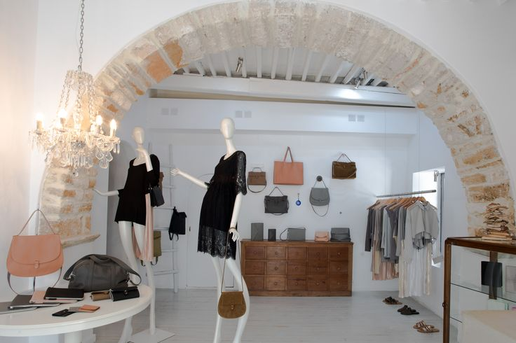Sun-inspired collection and all the island-essential items at RIEN boutique in Mykonos. Location details: 14, Florou Zouganeli str. (Ano Matogianni)