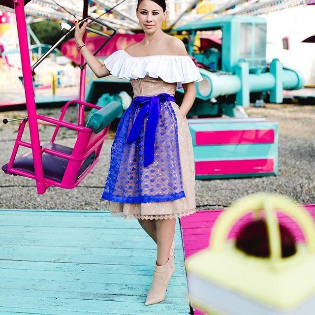 #7dresses #tracht #dirndl #volant #volantbluse #newstyle #nude #beige #paillettes #trachtenbluse #dirndlbluse #carmenbluse #schürze #lila #schleife #karusell #carusel #pink #fest #bavarian #traditional #miederrock #trachtenmiederrock #trachtenrock #original oktoberfest #fesch #model #style #fashion #folkstyle STYLISCH BAYERISCH ODER FESCH FRESCH! A TRACHTENROCK GEHT IMMER! 👗🛍👗🛍👗🛍👗🛍👗 @herzundbild 📸👍🏻😍 @rena.luu @piruschka1 @buntestun