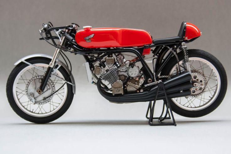 Honda RC166 1966 Mike Hailwood by Gennaro Zappa (Tamiya)
