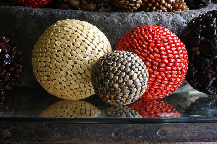 GOOD LUCK CHARM Spheres made of seeds (Coffee beans, Pito and Higuerio) handmade. Artesanías Esferas para la buena suerte hechas de semillas (granos de Café, Pito, Tagua e Higuerio) a mano por Decoesferas