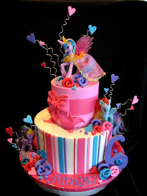 Another cute My Little Pony cake! ahh Sis would love this! @Kelley Bowers