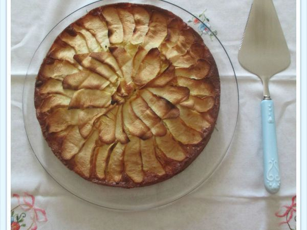 LA PIZZA DI MELE. Scopri la ricetta qui: http://www.petitchef.it/ricette/dessert/la-pizza-di-mele-fid-1528831