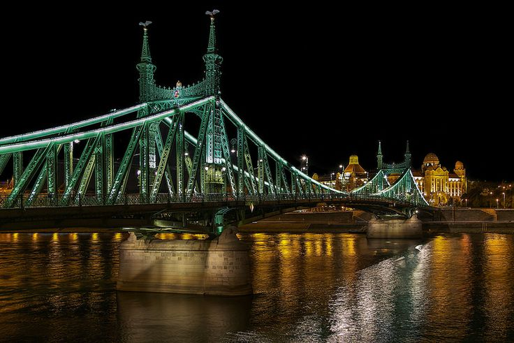 Independence Bridge, Budapest