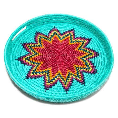 This Global Goods Partners' woven grass tray is too cool! It's made with grass & upcycled cotton cloth & proceeds benefit Gone Rural in Swaziland!