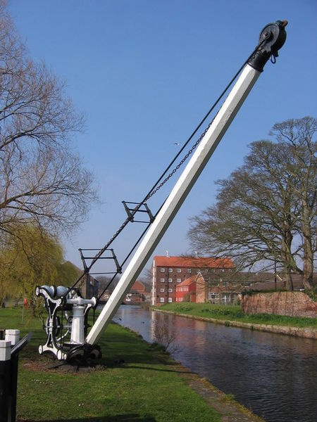 Driffield Canal & crane.. Lots if Lily dog walking here @ Christmas! So many good memory's here #along time ago