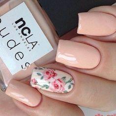 flores y rosa uñas decoradas