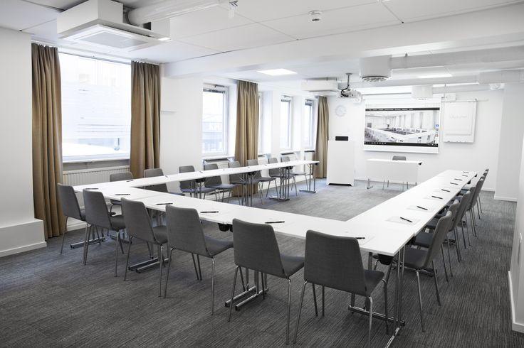 Lokal Sture har utrymme för 70 personer kan du välja mellan flera olika sittningar och anpassa lokalen efter dina önskemål. #sture #konferens #stockholm