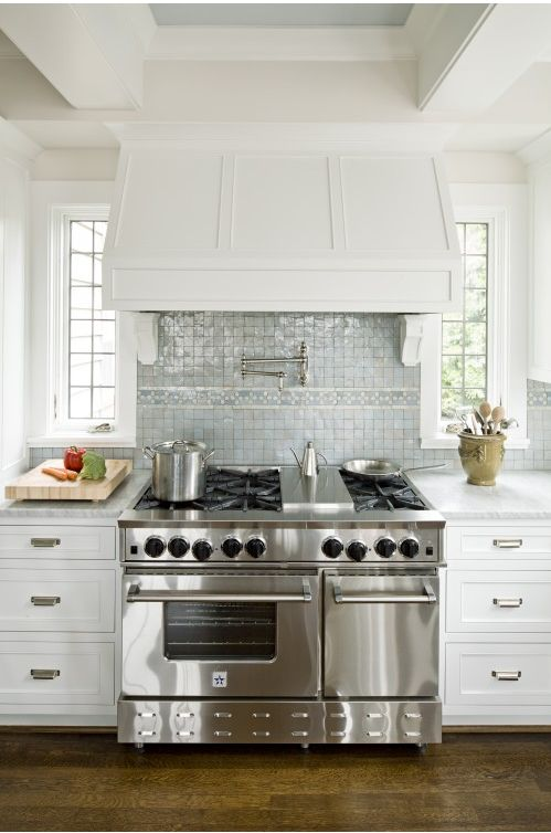 Hood Backsplash Oven Love How It S All Situated Between Windows