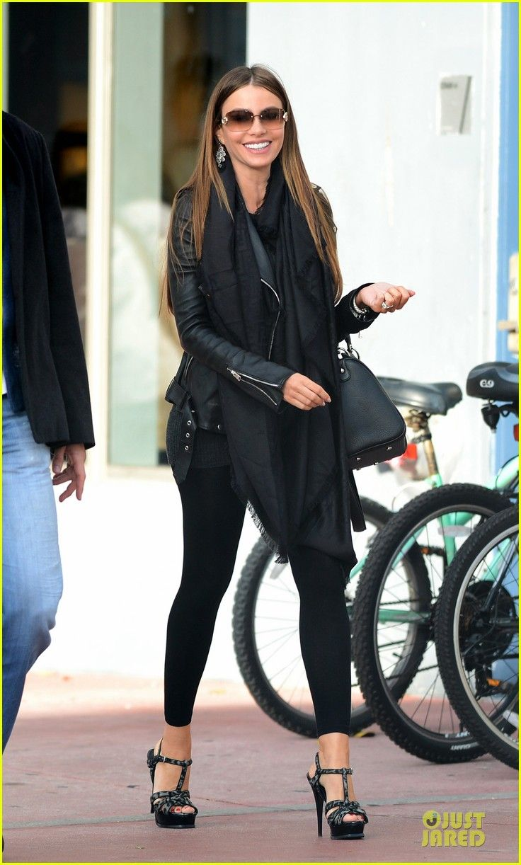 Sofia Vergara & Nick Loeb: Mall Shopping Couple! | sofia vergara & nick loeb mall shopping couple 03 - Photo Gallery | Just Jared