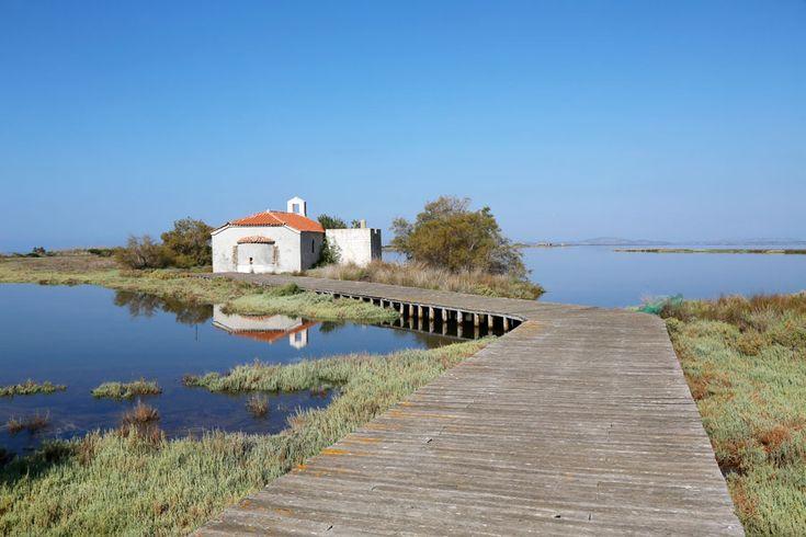 De Agios Sostis kerk in de Mesolonghi lagune in Griekenland.
