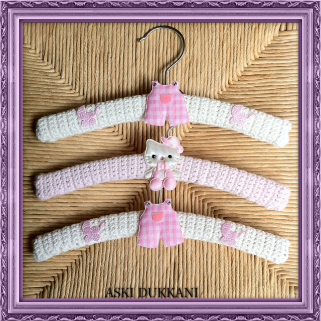 Cute, handmade hangers for babies and children. Size 25 cm.