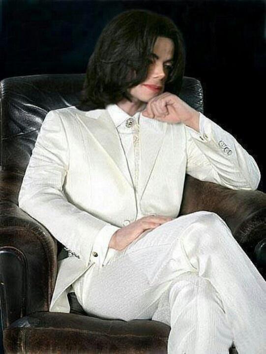 Michael Jackson in white suit. | Michael Jackson ...