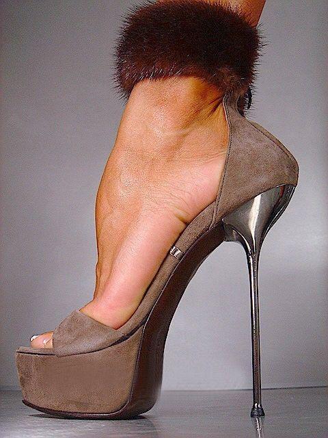 Модные женские босоножки серые Lorenzi в интернет-магазине Шопоголик